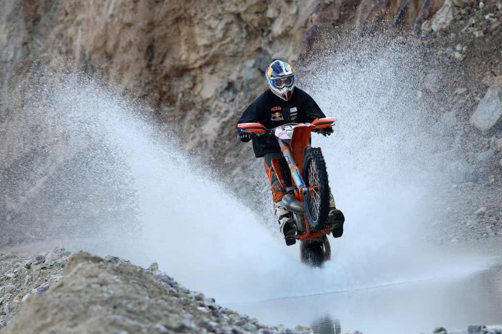 Taddy Blazusiak - Como empinar moto